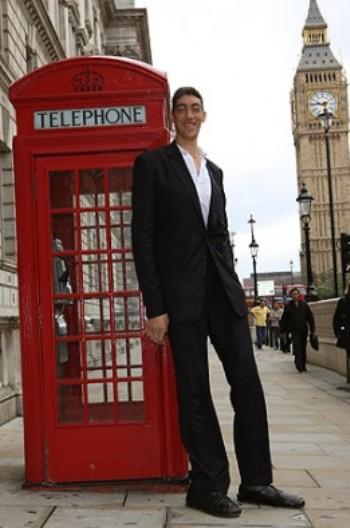 o homem mais alto do mundo