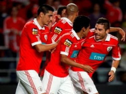Benfica vence Taça da Liga