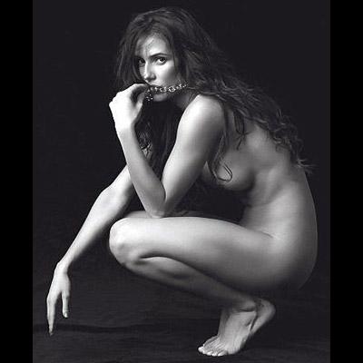 Deborah Secco posa nua A actriz despiu-se completamente para o fotógrafo Christian Gaul, da revista