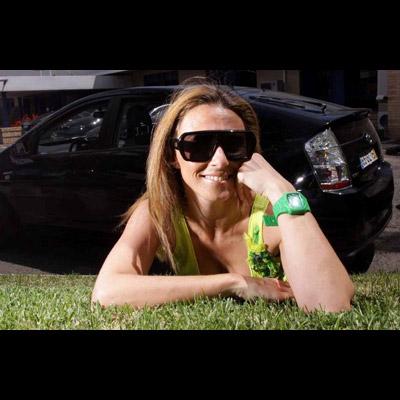 Sofia Cerveira no seu Toyota Prius A apresentadora da SIC, cara assídua do programa