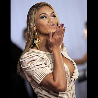 As cantoras Beyoncé (na foto), com seis troféus, e a jovem Taylor Swift, com quatro, foram as grandes vencedoras da 52ª edição dos Grammy Awards, os