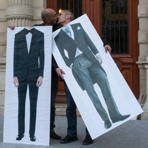 casais homossexuais processam estado por lhes negar o