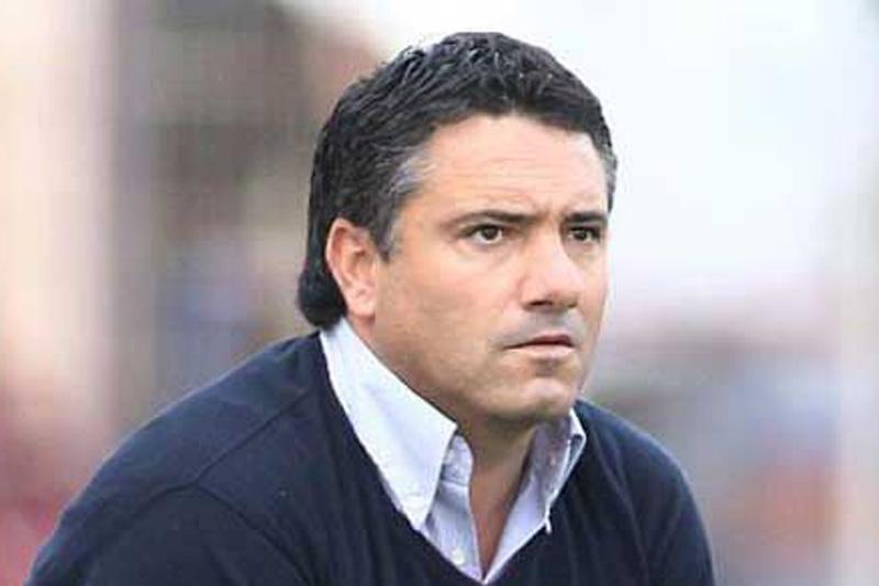 http://imgs.sapo.pt/images/DESPORTO/hp2/futebol/internacional/paulo_torres_treinador_533.jpg