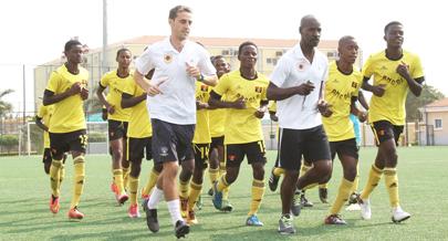 selecção faz trabalho físico futebol desporto jornal de angola