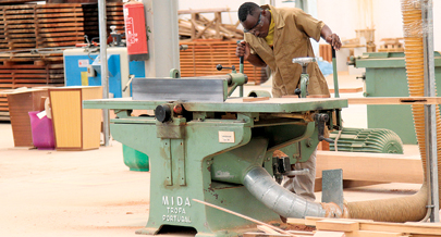 f4d164a0d67b Mobília de qualidade fabricada em Luanda   Reportagem   Jornal de ...