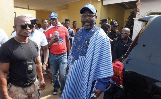 Ex-jogador George Weah é eleito presidente da Libéria