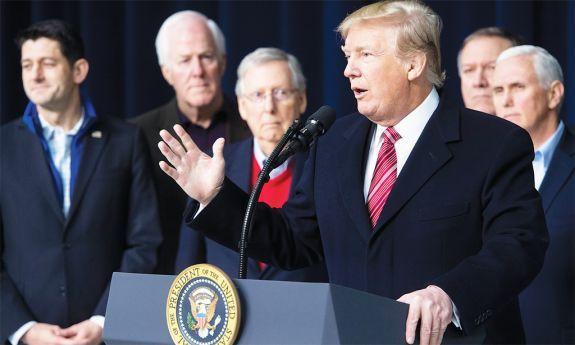 Em guerra com Trump, Steve Bannon abandona a Breitbart
