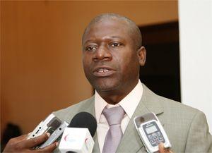 Governador movimenta responsáveis da província