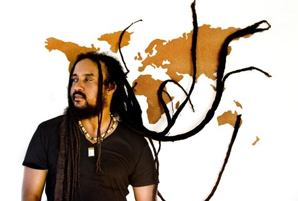 Ras JahKnow dá um toque crioulo ao reggae na Austrália
