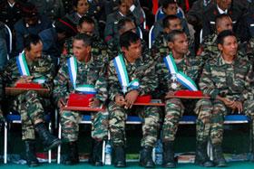 Antigos elemento das Forças Armadas da Independência e Libertação de Timor-Leste, após serem, em Díli, Timor-leste.