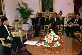 O Presidente Indonésio, BJ Habibie fala ao Conselho de Segurança das Nações Unidas, no Palácio do Presidencial em Jacarta.