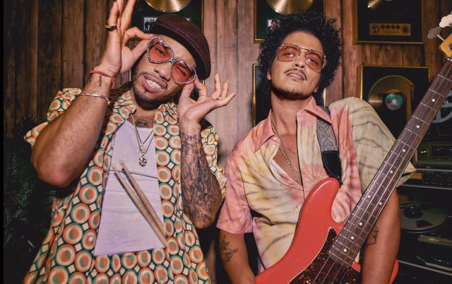 Silk Sonic: Bruno Mars e Anderson .Paak mostram