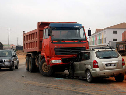 http://imgs.sapo.pt/tpa/content/img/acidente-de-carro.jpg