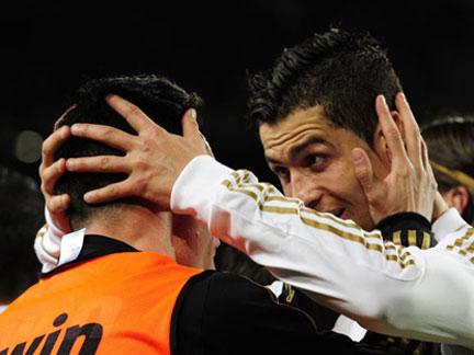 Liga espanhola: Real Madrid vence Barcelona por ( 2 - 1 )