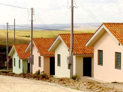 Governo tira famílias da Vala do Soroca e dá-lhes casas no Zango 3 (Tj)