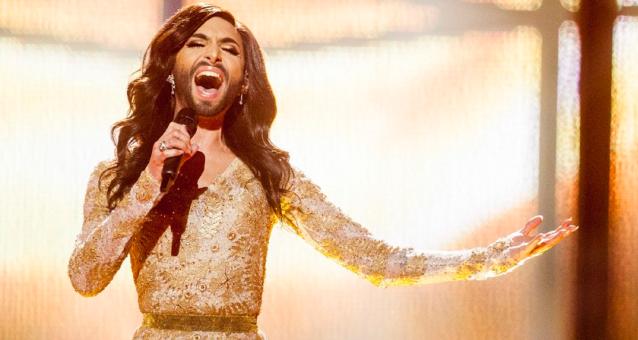 Eurovisão: da cantora barbuda ao piano redondo